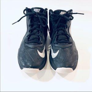 Nike Team Hustle D7 Boys Basketball Sneakers Sz 6Y